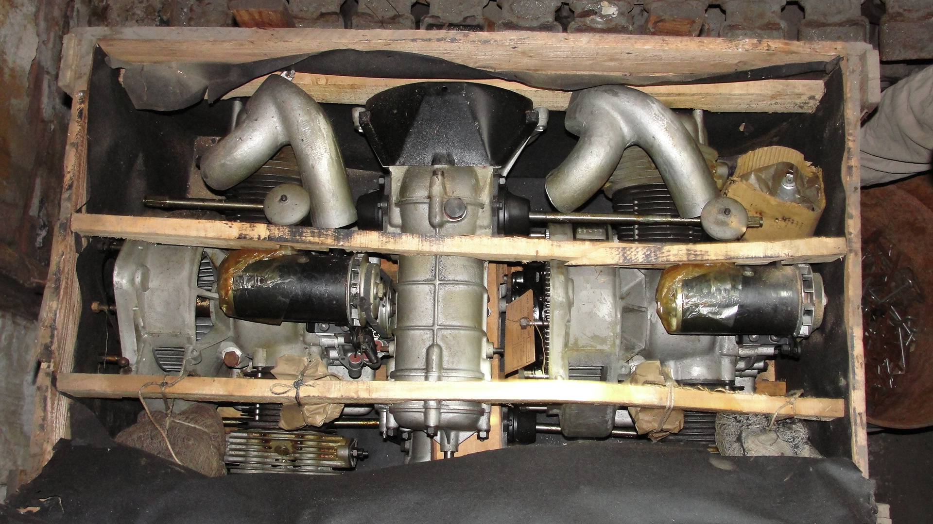 BMW-DECARLO ENGINES W / TRANSM FACTORY NEW 600 CM3